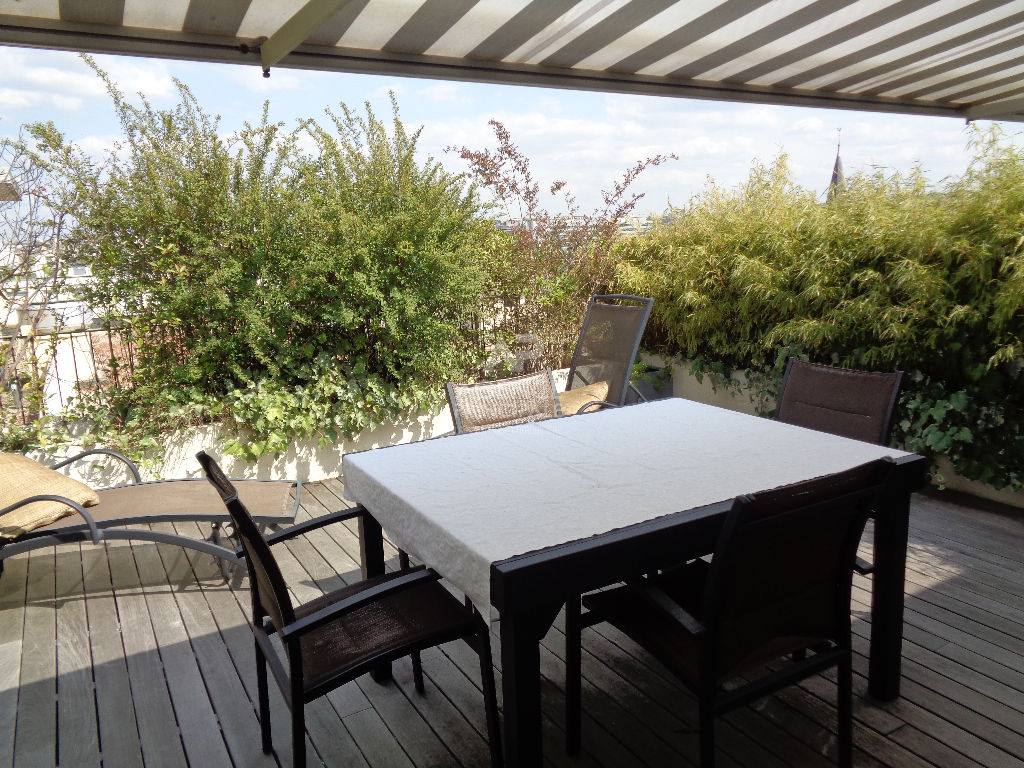 Chatou Bas: Apartment completely redone on the last floor: terrace 26 m2 without opposite.